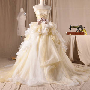 Wholesale wedding gowns: Vintage Organza Ball Gown Wedding Dresses Princess Strapless Dresses with A Bow On the Waist
