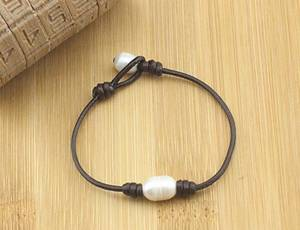 Wholesale bracelets: Single Leather One Pearl Bracelet Handmade Pearls Jewelry On Leather Cord for Women
