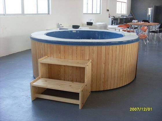 round outdoor hot tubs creativity. Black Bedroom Furniture Sets. Home Design Ideas