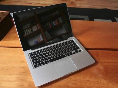 who sells apple macbooks