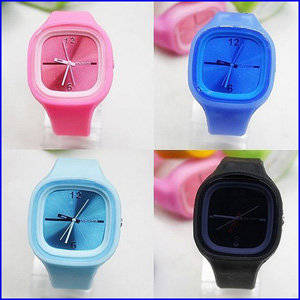 Wholesale silicone watch: Design Quartz Movt Women Charm Silicone Jelly Watches