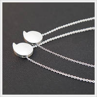 A Detachable Magnifier-attached Sterling Silver Necklace for Seniors