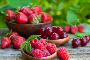 Wholesale Cherries: Fresh Strawberry and Cherries