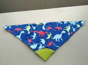 Wholesale Baby Bibs: OEM Silicone Baby Bib with Teether