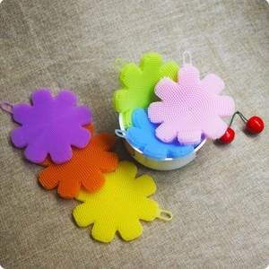 Wholesale dish wash: Creative Household Items Flower Shape Kitchen Wash Tool Pot Pan Dish Bowl Palm Brush Scourer Cleanin