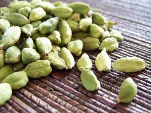 Wholesale green cardamom: Green Cardamom (Size 7-9mm)
