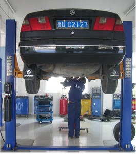 Wholesale auto maintenance: Double Cylinder Two Post Hydraulic Car Lift for Auto Maintenance
