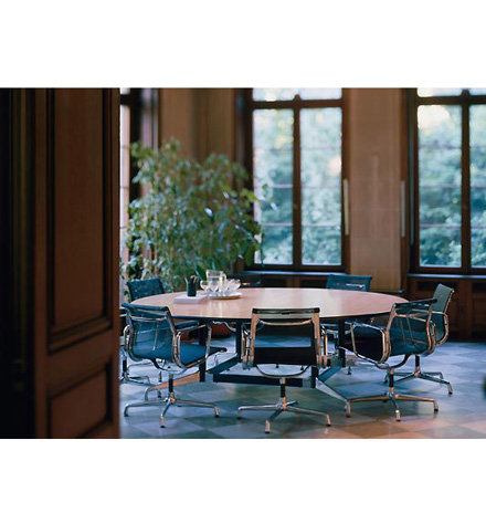 Eames Big Round Table Dinner Room Image
