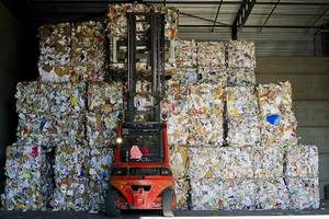Wholesale scrap materials: Over Issue Newspapers, Old Newspapers, Waste Paper