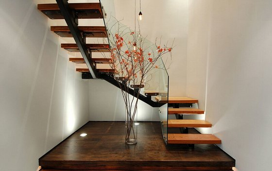 Modern Wood Staircase With Gl