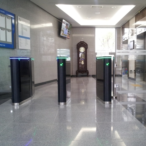Security Gate Manual Gate / Glass Wall for Handicapped Persons/Luggage