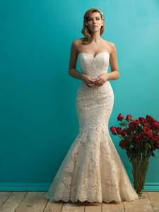 Wholesale apparel: Simple Vintage Sweetheart Lace Mermaid Wedding Dress