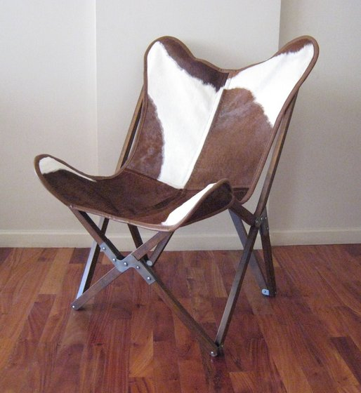 Nice BKF Tripo Butterfly Chair In Cowhide And Wood Folding Frame Image