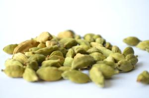 Wholesale cardamom: SPICES,Green Cardamom,Black Pepper,Silk Product,Cardamom Garland,Silk Garland,Drumstick
