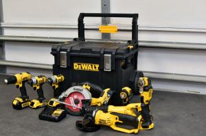 Wholesale lithium ion battery: DEWALT 20-Volt MAX Lithium-Ion Cordless Combo Kit 9-Tool with Bonus Battery