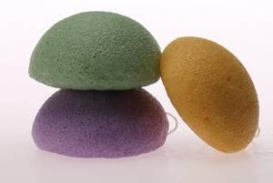Wholesale Sponges & Scouring Pads: Black Charcoal Sponge Water Expanding Konjac Sponge for Facial Cleaning