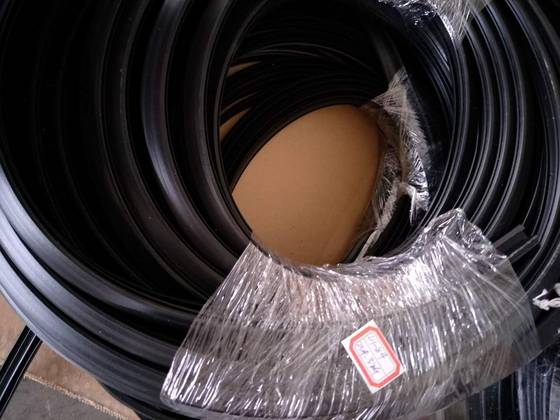 rubber raw material: Sell rubber gasket strip