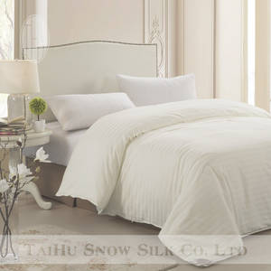 Wholesale bed sheets twin: THXSILK Handmade 100% Silk Jacquard Quilt