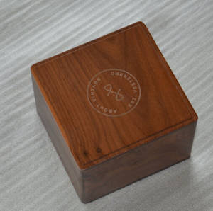 Wholesale wood watch: Finished Solid Walnut Wood Watch Boxes Accept Logo and Printing Color